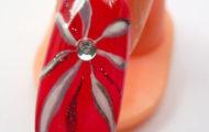 Červený lak s kvetom