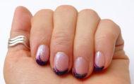 Tmavo fialový nechtový dizajn