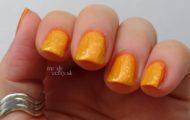 Oranžová manikúra