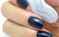 Tmavo modrý lak