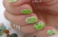 Zelené nechty s pečiatkou