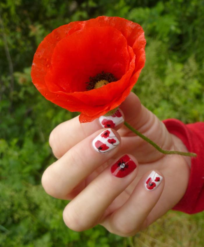 červené nechty, poppy nail art